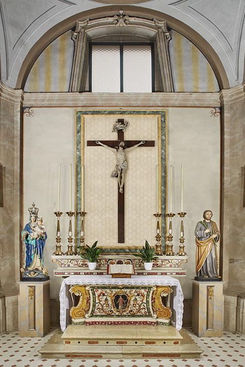altare-del-crocifisso